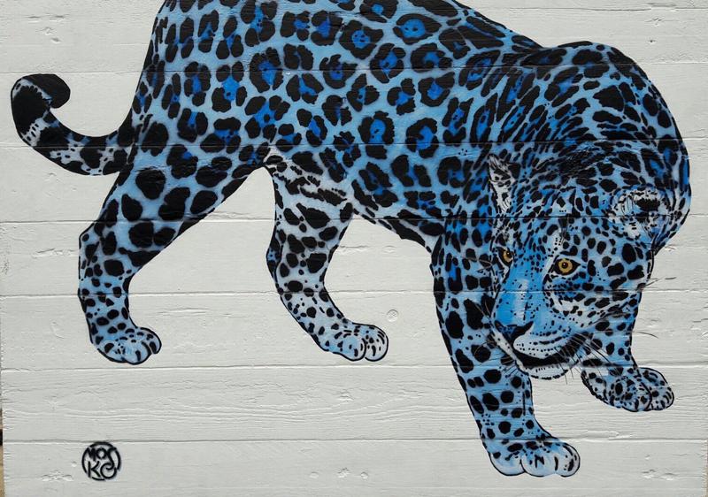 Jaguar bleu, bois peint, acrylique et pochoir, 91 x 65 cm