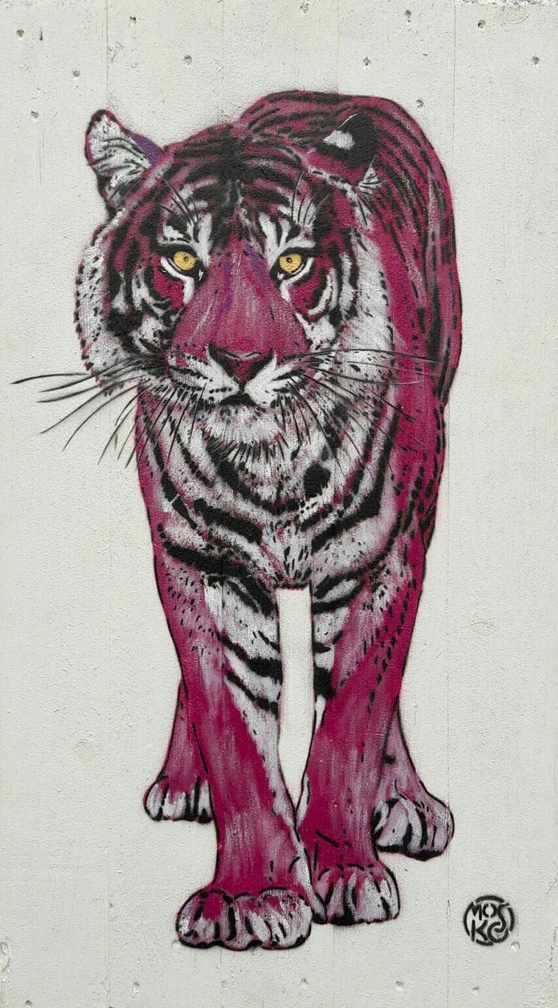 Tigre violet, bois peint, acrylique et pochoir, 82 x 46 cm