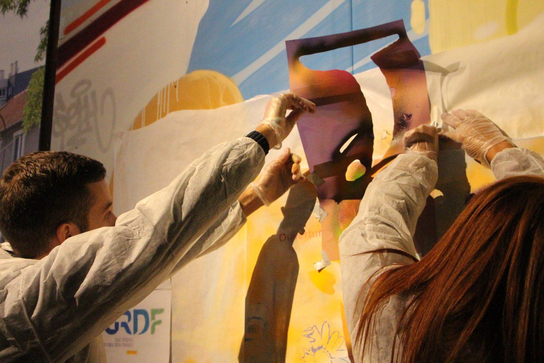 Les collaborateurs réfléchissent, discutent puis mettent en images leur vision de l'Innovation pour GRDF demain. Découverte des techniques du pochoir et de la bombe !